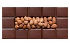 Mattonelle del cioccolato, riempite di arachidi Fotografia Stock