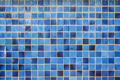 Mattonelle della parete e dettagli ceramici blu di superficie Fotografia Stock