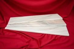 Mattonelle di marmo bianche dello stipite del davanzale della finestra di Ruschita Immagini Stock