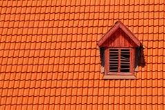 Mattonelle di tetto arancioni nel castello dei carpathians Immagine Stock Libera da Diritti