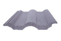 Mattonelle di tetto concrete (colore grigio) su bianco Immagini Stock Libere da Diritti