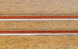 Mattonelle di tetto del tempio tailandese Immagini Stock