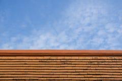 Mattonelle di tetto dell'argilla rossa Fotografie Stock