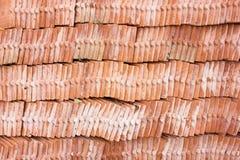 Mattonelle di tetto fatte della terracotta Fotografia Stock Libera da Diritti