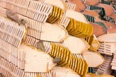 Mattonelle di tetto fatte della terracotta Fotografia Stock