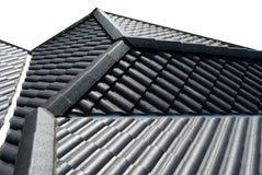 Mattonelle di tetto isolate su priorità bassa bianca Fotografia Stock