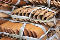 Mattonelle di tetto lustrate giallo Fotografia Stock