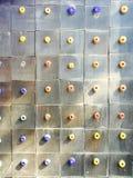 mattonelle miste di dimensione e variopinte di punto del modello della parete immagini stock libere da diritti