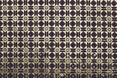 Maiolica ornamenti dannata sulle mattonelle antiche fotografia