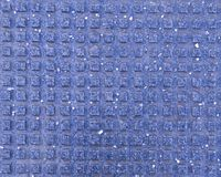 Mattonelle quadrate per i pedoni ciechi sul marciapiede Struttura, fondo fotografie stock