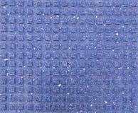 Mattonelle quadrate per i pedoni ciechi sul marciapiede Struttura, fondo immagine stock libera da diritti
