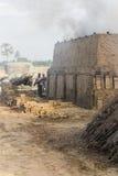 Mattoni fatti a mano documentari in India Immagini Stock Libere da Diritti