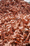 Mattoni rossi impilati sui cantieri Immagini Stock Libere da Diritti