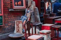 Mattor i en marknad royaltyfria bilder
