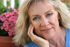 mature blonda säkra för skönhet Fotografering för Bildbyråer