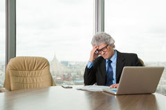 Mature business man works with docs Royalty Free Stock Photo