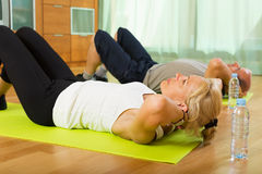 Mature couple doing exercises Royalty Free Stock Images