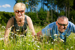 Mature couple doing sport - pushups Royalty Free Stock Photography