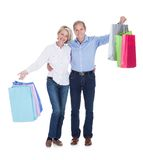 Mature couple holding shopping bags Royalty Free Stock Photos