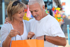 Mature couple looking at bag Royalty Free Stock Photo