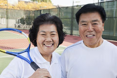 Mature couple playing tennis, portrait Royalty Free Stock Photos
