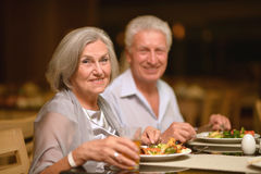 Mature couple at restaurant Royalty Free Stock Photos