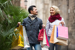 Mature couple in shopping tour Royalty Free Stock Photos