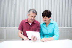 Mature couple with tablet Royalty Free Stock Photos