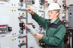 Mature electrician Royalty Free Stock Photos