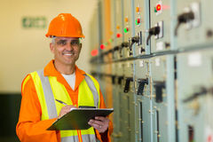 Mature electrician working Royalty Free Stock Photos