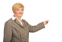 Mature executive woman pointing Royalty Free Stock Photography