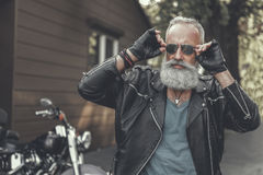 Mature male person wearing sunglasses Royalty Free Stock Photos
