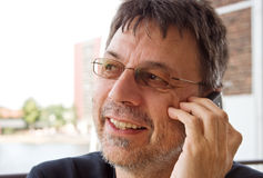 Mature man with cellphone Royalty Free Stock Photography
