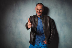Mature man in leather jacket showing thumbs up Royalty Free Stock Photos