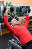 Mature man lifting weights Royalty Free Stock Photography