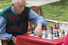 Mature man playing chess Royalty Free Stock Photos