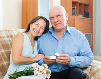 Mature man presenting smiling woman jewel Royalty Free Stock Photos