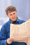 Mature man reading newspaper Royalty Free Stock Photography