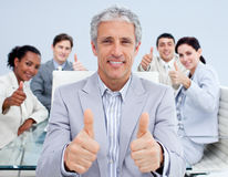Mature manager celebrating a sucess with his team Royalty Free Stock Photos