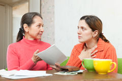 Mature mother berates daughter for bills Royalty Free Stock Photography