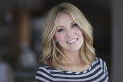 mature smiling woman Στοκ εικόνες με δικαίωμα ελεύθερης χρήσης