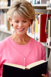 Mature student in library Royalty Free Stock Photos