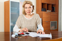 Mature woman calculating money Royalty Free Stock Image