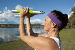 Mature woman doing exercise Royalty Free Stock Photos