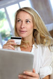 Mature woman doing online shopping with tablet Royalty Free Stock Photos