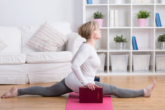 Mature woman doing the splits Royalty Free Stock Image