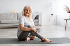 Free Mature Woman Exercising At Home, Posing At Camera Royalty Free Stock Image - 225347106