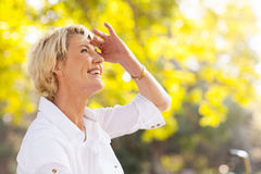 Mature woman looking up Royalty Free Stock Images