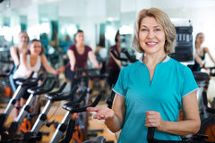 Mature woman in modern gym Royalty Free Stock Images