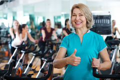 Mature woman in modern gym Royalty Free Stock Photos
